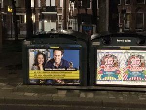 Cilou en René op recycle container ter promotie van Duurzaam Denb Haag Haagse Energiebeurs